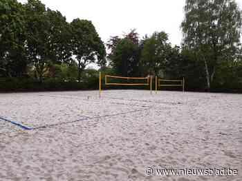 Beachsport aan sporthal De Koekoek