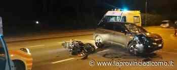 Albese, l'auto svolta Feriti padre e figlio in moto - La Provincia di Como