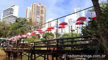 Em Londrina, Ponte dos Guarda-Chuvas coloridos é a nova atração no Lago Igapó II - Orlando Gonzalez
