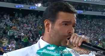 Pablo Montero se equivoca en el Himno Nacional (VIDEO) - Proyecto Puente