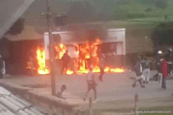 Vándalos quemaron subestación de Policía de Cartagenita, en Facatativá - El Espectador