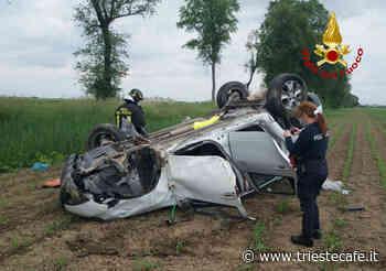 Portogruaro, scontro tra due auto: mezzo di cappotta in un campo agricolo - triestecafe.it