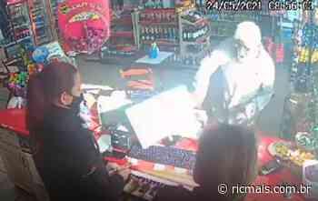 Cliente causa confusão em posto ao recusar usar máscara, em Campo Largo - RIC Mais