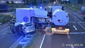 Unfall in Schkeuditz: Seat macht am Airport den Abflug | Regional - BILD