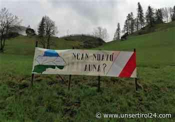 Ladiniens Schützen empfingen den Giro d'Italia – mit einer Botschaft - unsertirol24