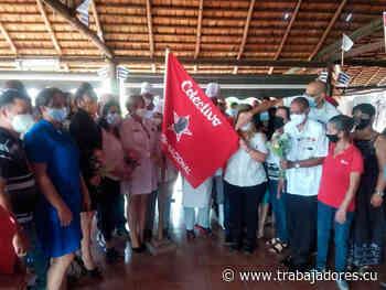 Recibe UEB Palenque Bandera Proeza Laboral (+ Fotos) - Trabajadores de Cuba