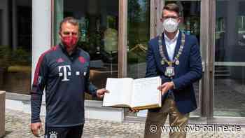 """FC-Bayern-Spieler geben """"Autogrammstunde"""" für's Goldene Buch in Grassau - Oberbayerisches Volksblatt"""