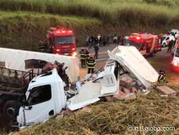 Batida frontal entre dois caminhões deixa um morto entre Itatiba e Bragança Paulista - G1