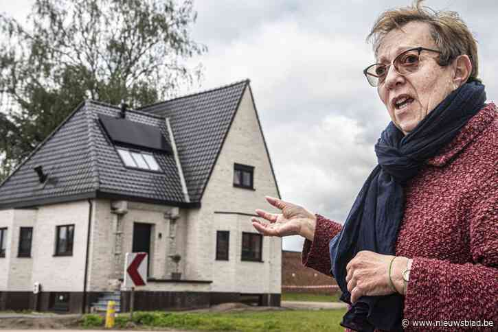 """Buren blikken terug op tv-renovatie 'spookhuis': """"Hopelijk raakt het snel verkocht voor die prijs"""""""