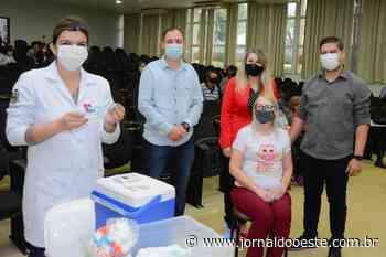 Trabalhadores na área da educação estão sendo imunizados em Assis Chateaubriand – Jornal do Oeste - Jornal do Oeste