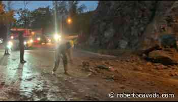 VIDEO | Bomberos del Distrito municipal de Buena Vista advierten deslizamiento de tierra en carretera La Vega – Jarabacoa - Roberto Cavada