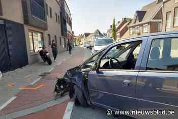 Motorrijder zwaargewond na aanrijding bij inhaalmanoeuvre