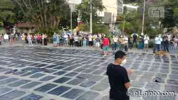 Manifestantes fazem ato contra Bolsonaro em Nova Friburgo, no RJ - G1
