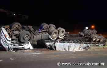 Motorista fica ferido após carreta capotar na BR-282 em Xaxim - Oeste Mais