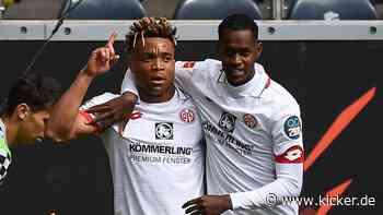 Mainz-Kader soll kleiner werden: Fernandes und Kunde im Schaufenster