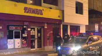 Adolescente es intervenido cuando robaba licores de tienda Tambo - LaRepública.pe
