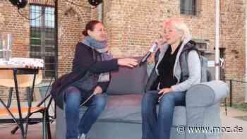Kultur nach Corona: Martine Lombard liest zum Neustart auf der Burg Beeskow und nimmt Abschied - moz.de