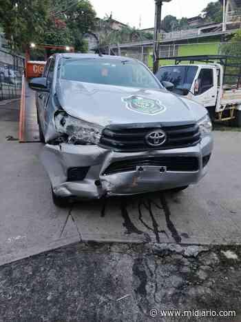 Le hurtan y chocan el vehículo policial en San Miguelito El vehículo policial Toyota Hilux matrícula - Mi Diario Panamá