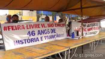 Feirantes de Itaquaquecetuba protestam contra mudança de local de feira - G1