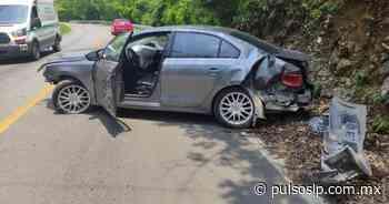 Vehículo choca contra un cerro en la carretera libre Valles-Rioverde - Pulso Diario de San Luis