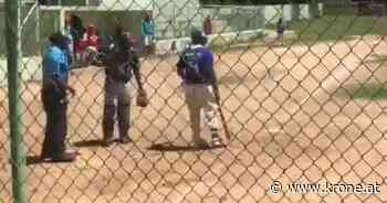 Lebenslange Sperre? - Spieler attackiert Schiri mit Baseball-Schläger - Krone.at