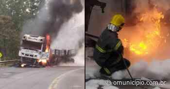 VÍDEO – Caminhão pega fogo na BR -470, em Pouso Redondo - O Munícipio