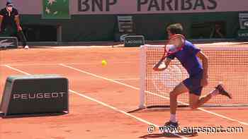 French Open tennis - Gilles Simon wins incredible rally with round-the-net stunner against Marton Fucsovics - Eurosport COM