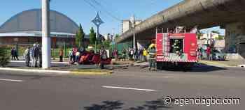 SUSTO EM ESTEIO: motorista fica presa nas ferragens após carro capotar - Agência GBC