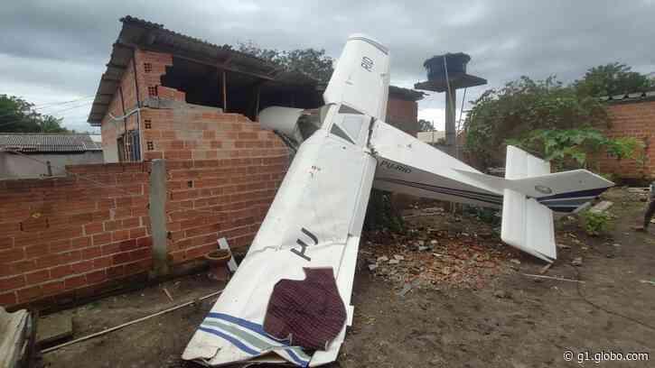 Avião de pequeno porte cai sobre casa em Piraquara, diz PM - G1