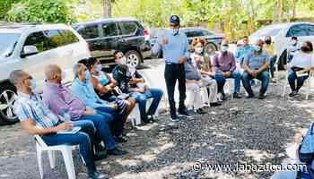 Fiquito Vásquez recibe apoyo de dirigente del PRD en Samaná - La Bazuca