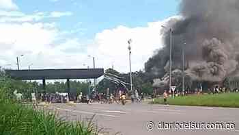 Incineraron peaje de Villarrica, hubo tensión entre indígenas y policías - Diario del Sur