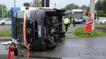 Kollision zwischen Krankenwagen und Straßenbahn in Radebeul - MDR