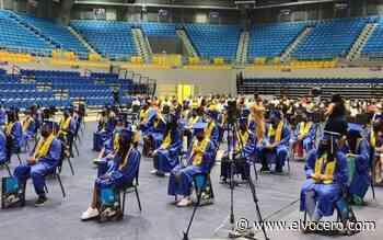 Estudiantes de Manatí fueron vacunados el día de su graduación y recibieron incentivo de 150 dólares - El Vocero de Puerto Rico