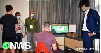 Jongeren in De Zande Wingene leren autorijden met VR-bril, Vlaams minister Benjamin Dalle komt kijkje nemen - VRT NWS