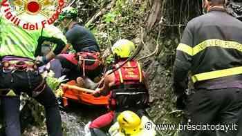 Precipita nel dirupo mentre taglia una pianta: soccorso da pompieri ed elicottero - BresciaToday