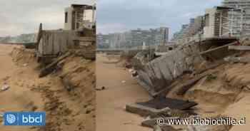 Estructuras de inmobiliaria y la Armada se desploman sobre playa de Algarrobo tras fuerte oleaje - BioBioChile