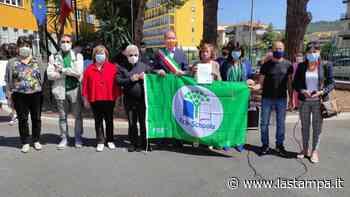 """Bandiera verde alla scuola """"Benedetto Croce"""" di Andora per due progetti ecologici - La Stampa"""