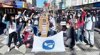 Estudantes de Sapucaia do Sul pedem vacinas e protestam contra Bolsonaro - Agência GBC