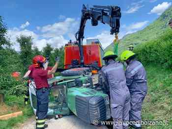 Scontro tra due trattori a Terlano: intervengono i vigili del fuoco - La Voce di Bolzano