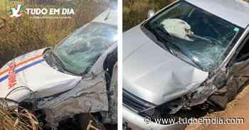 Dois ficam feridos em acidente com ambulância próximo à Monte Carmelo - Tudo Em Dia