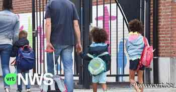 Boze moeders uit Sint-Laureins betogen wekelijks tegen scholenfusie - VRT NWS