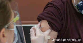Vacunan a 500 docentes de instituciones públicas en Soacha - Canal Capital