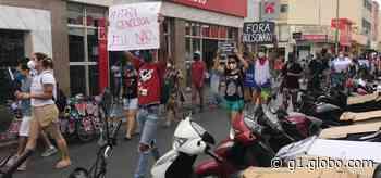 Manifestantes fazem protesto contra o presidente Jair Bolsonaro em Montes Claros - G1