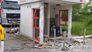 Kamp-Lintfort: Unbekannte jagen Geldautomat samt SB-Häuschen in die Luft - BILD