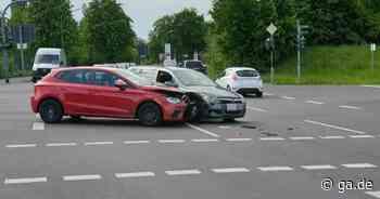 Schuldfrage unklar: Autos prallen auf Kreuzung in Niederkassel zusammen - General-Anzeiger Bonn