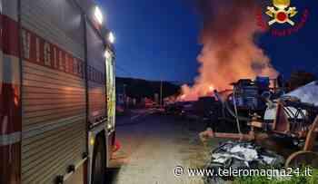 FORLI': Incendio nel fienile, vigili del fuoco al lavoro per ore   VIDEO - Teleromagna24