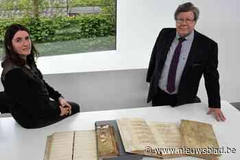 """500 jaar oude parochieregisters minutieus gerestaureerd: """"Zelfs het stof krijgen we terug"""""""