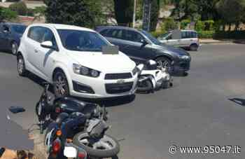 PATERNO': SCONTRO TRA AUTO E DUE SCOOTER, DUE DONNE FERITE - 95047