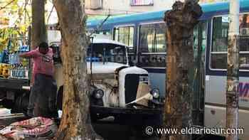 Colectivo y camión chocaron en el centro de Monte Grande - El Diario Sur