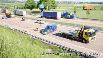 Unfall auf der A8: Kleintransporter lag quer auf der Fahrbahn - Augsburger Allgemeine
